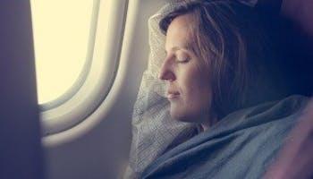 11個令你在飛機上睡更好的技巧