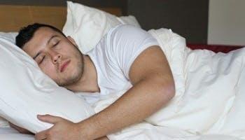睡眠時兩腿之間放枕頭的5大好處